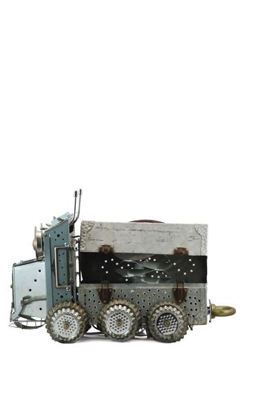 N°76 ROBOT TRUCK